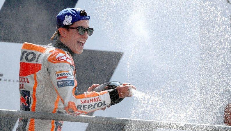MotoGP: in Francia trionfa Marquez davanti a Petrucci, Valentino Rossi torna a celebrare sul podio
