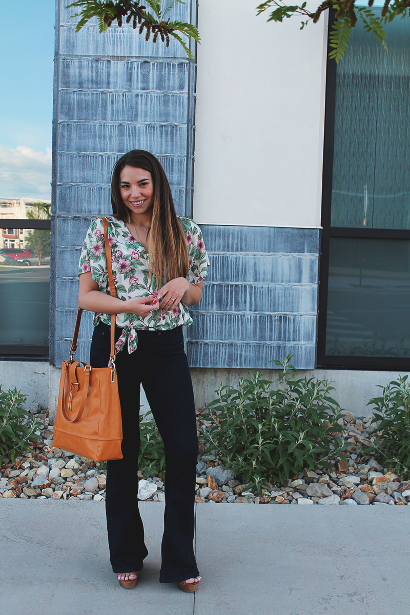 utah style blogger, cute summer outfit, bell bottoms