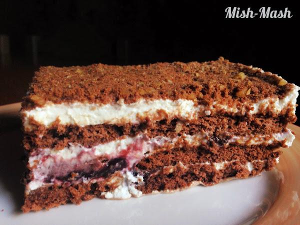 Бисквитена торта с горски плодове