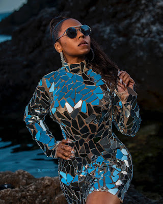 Music star #Ashanti dazzles in metallic dress