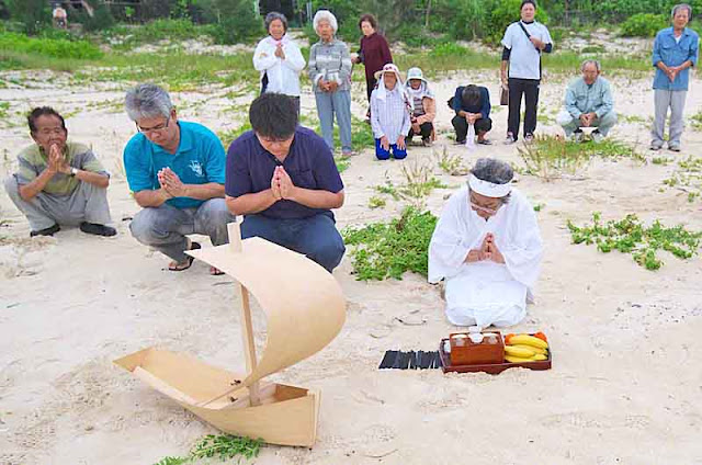 prayer, culture, boat, beach, offerings,worshipers