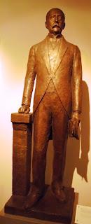 το άγαλμα του Χαρίλαου Τρικούπη στο Μουσείο Μπενάκη