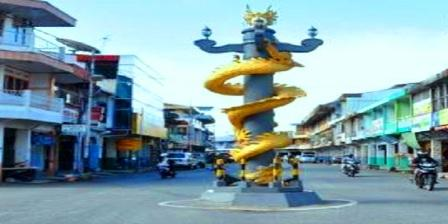 tugu patung naga emas singkawang