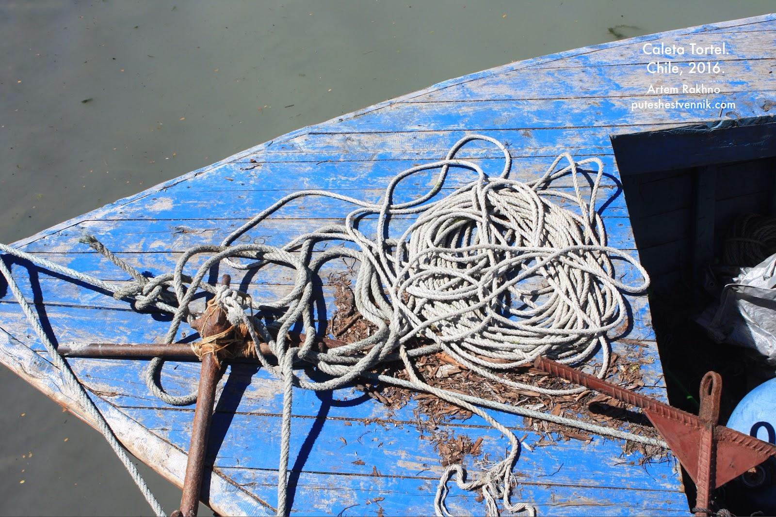 Веревка на носу лодки