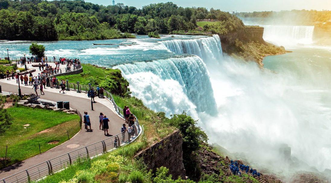 Air terjun Niagara dengan debit paling tinggi di Indonesia