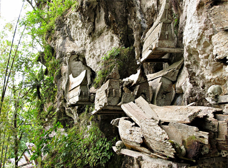 Erong Jenis Kuburan Tertua Suku Toraja