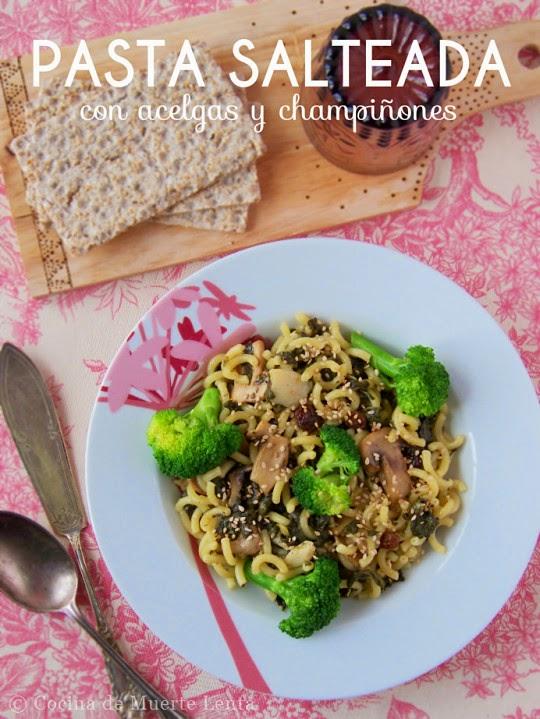 Toma nota de este plato completísimo: pasta salteada con acelgas, brócoli y champiñones