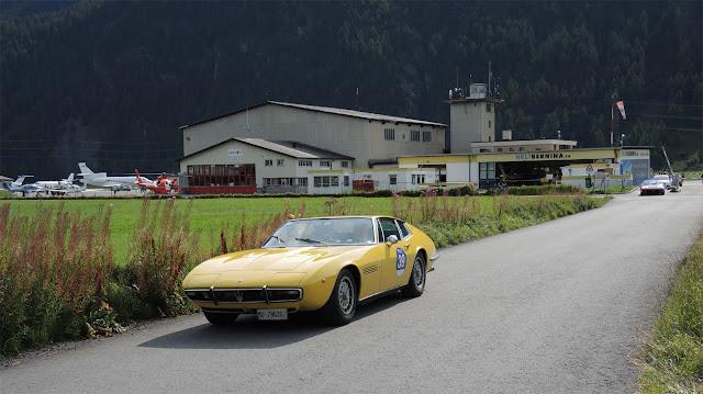 Maserati Ghibli fährt vom Heliport weg, Passione Engadina,