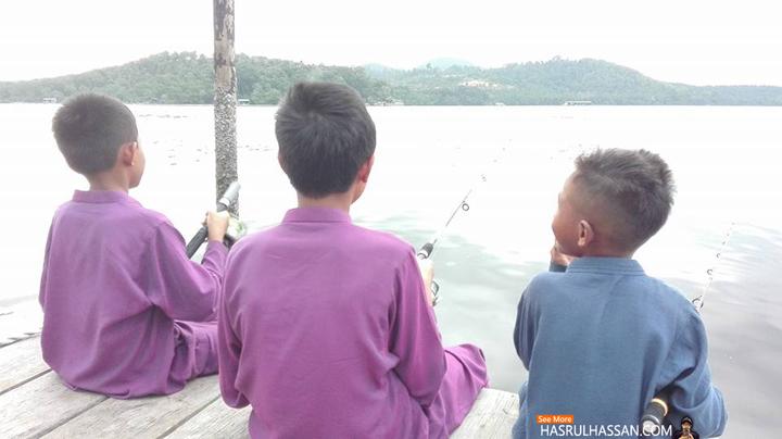 Memancing Ikan di Chalet Tepi Laut, Ayer Tawar