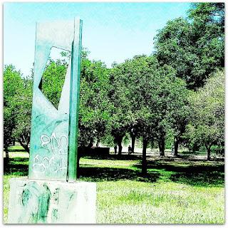 Escultura Planos em um Plano, do argentino Enio Iommi - Parque Marinha do Brasil