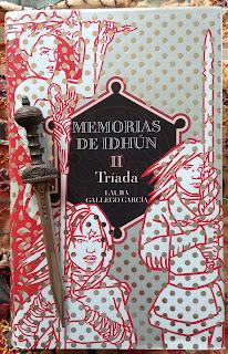 Portada del libro Tríada, de Laura Gallego