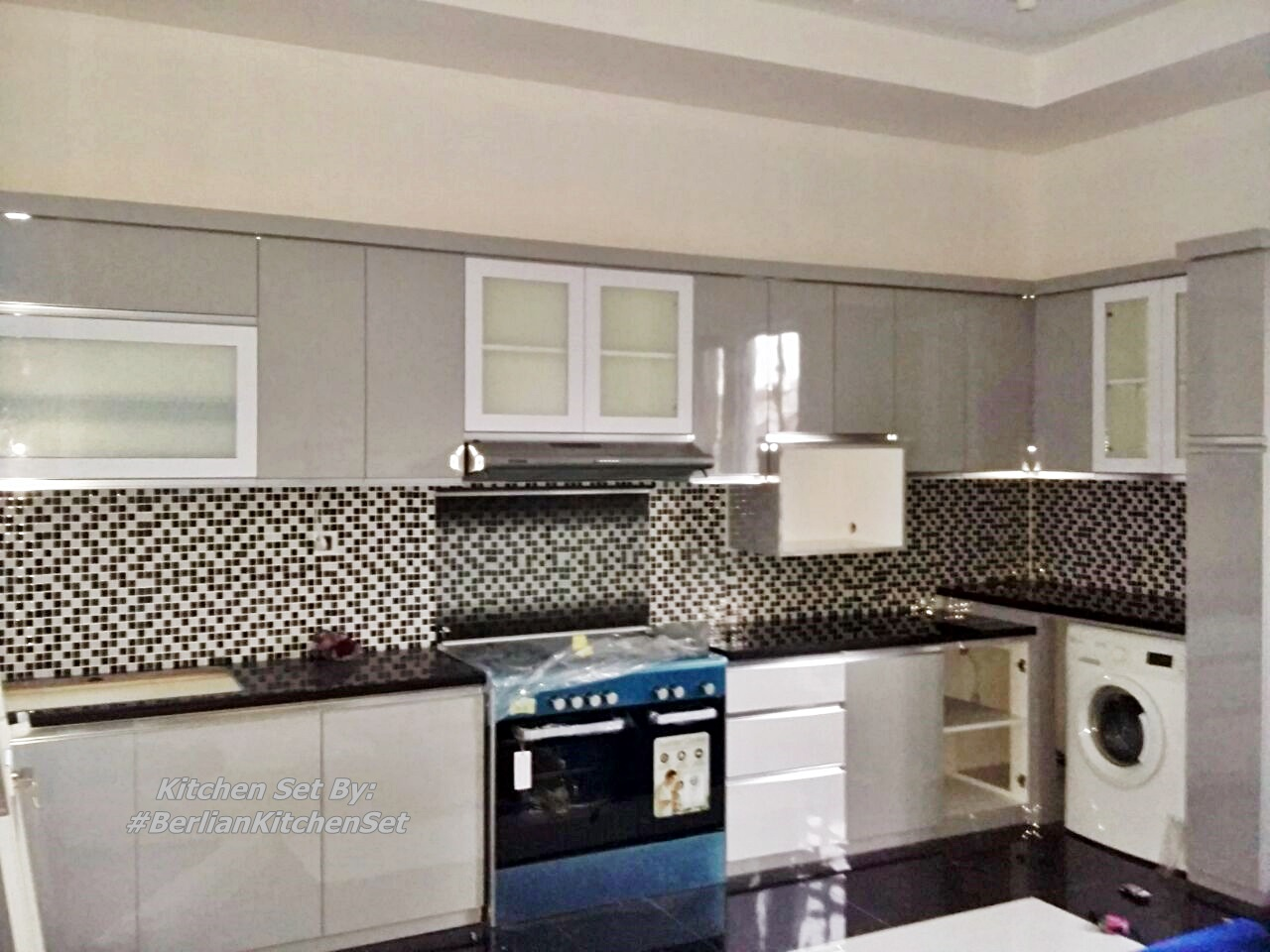 Berlian kitchen set minimalis murah kitchen set putih for Kitchen set warna putih