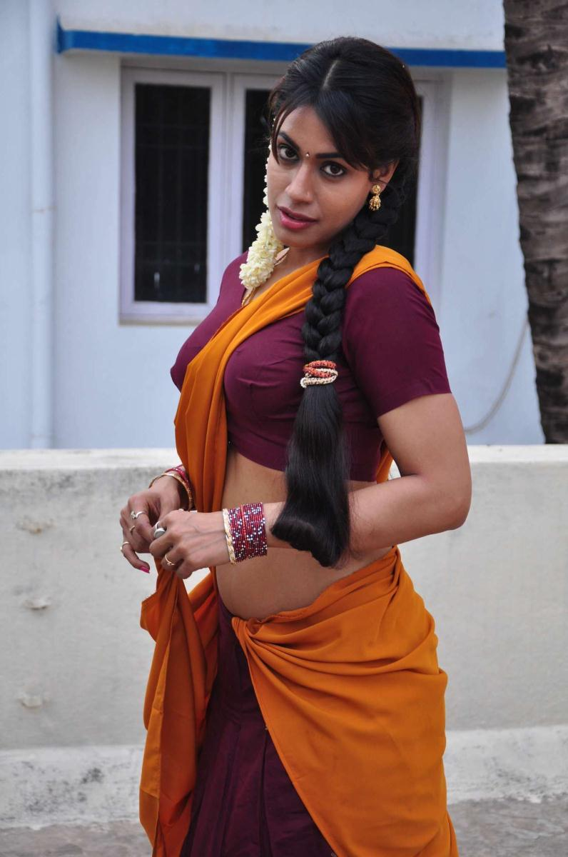 Hot Actress Kanishka Spicy Navel Show in Saree Photo Gallery