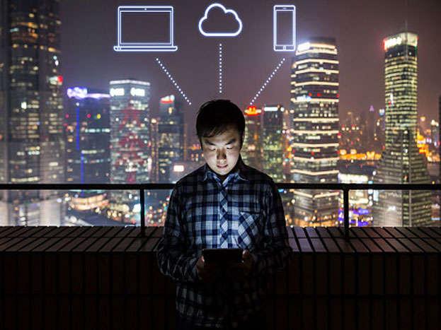 चीन में इंटरनेट की बुरी लत से परेशान लोगों का इलाज किया जाता है