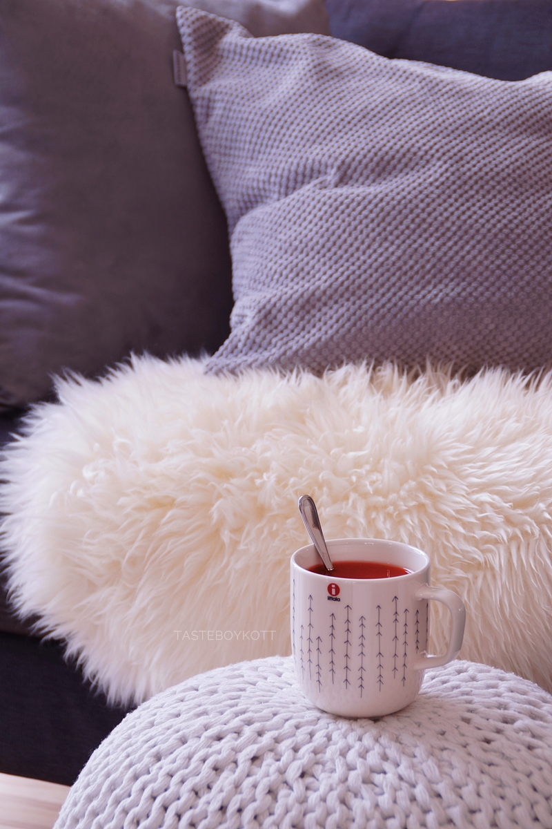 Winter weekend day on the couch - with lots of tea and good books!