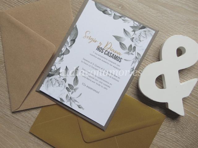 Invitaciones de boda con rosas en blanco y negro