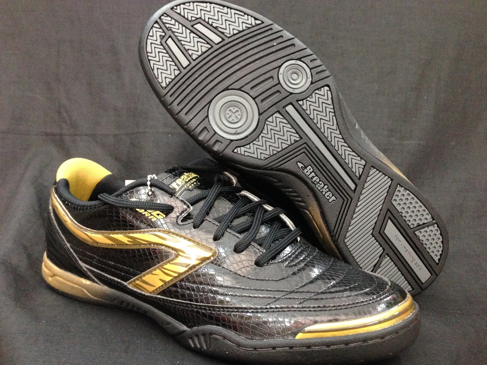 b8548ae2d Kedai Baju Bola  Original Brand Breaker Futsal Shoes