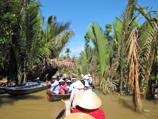 canoe tour mekong delta vietnam