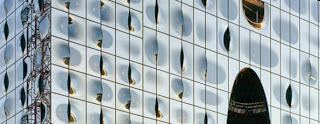 The façade is made up of almost 1,100 individual panes of glass © Oliver Heissner