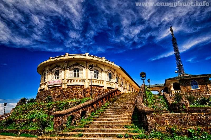Đỉnh Mẫu Sơn với những ngôi nhà kiến trúc Pháp cổ