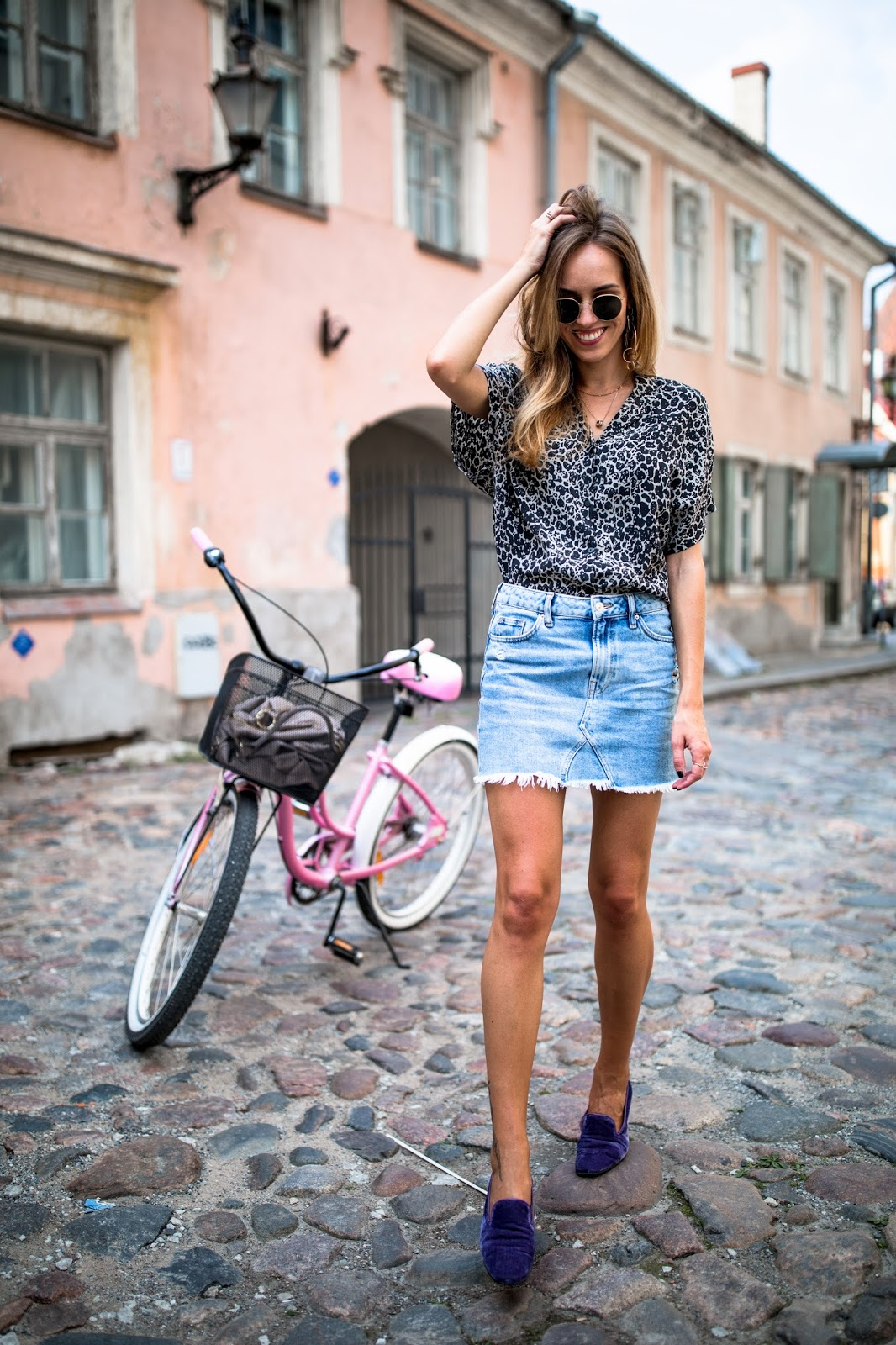 summer denim mini skirt outfit