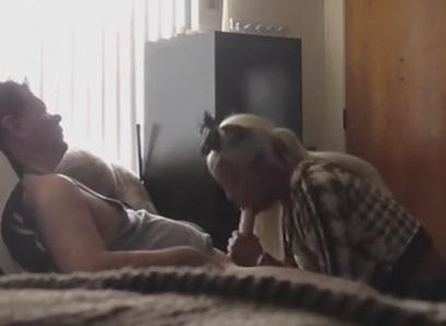 Escondeu a Camera e Colocou a Vizinha Noia para Mamar