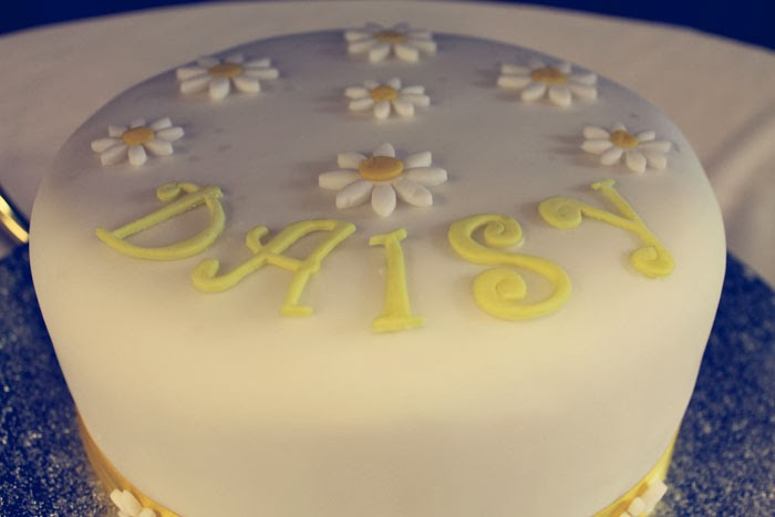 dedication cake daisies