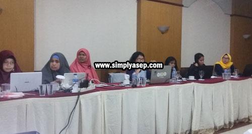 PEREMPUAN : Peserta ToT HCC Kabar ini mayoritas diisi oleh perwakilan peserta dari perempuan. Photo Asep Haryono