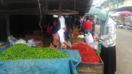 Kebutuhan Pangan di Pasar Pendopo Meroket