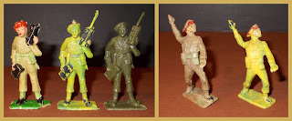 Toy Soldiers, Cherilea 60mm Soldiers; Early British Toy Soldiers, Paratrooper Toys, Cherilea Paratroops, Plastic Toys, Small Scale World, smallscaleworld.blogspot.com, radio operator, Grenade thrower