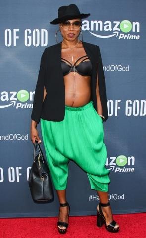 Photos: American Actress, Aisha Hinds Rocks Bra To Movie Premiere