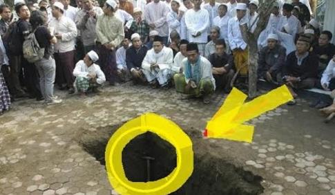 ASTAGHFIRULLAH... Makam GUS DUR Ambles Saat Hujan Deras, Dan Kain Kapannya...