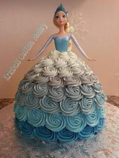kue ultah Elsa yang memakai gaun