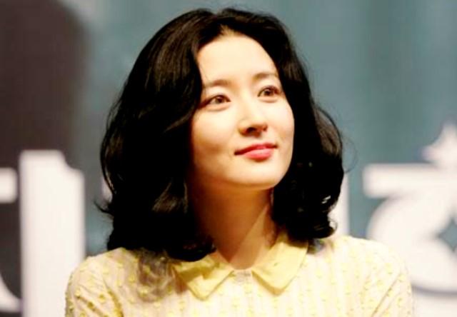 Model Rambut Pendek Sebahu Ala Lee Young Ae