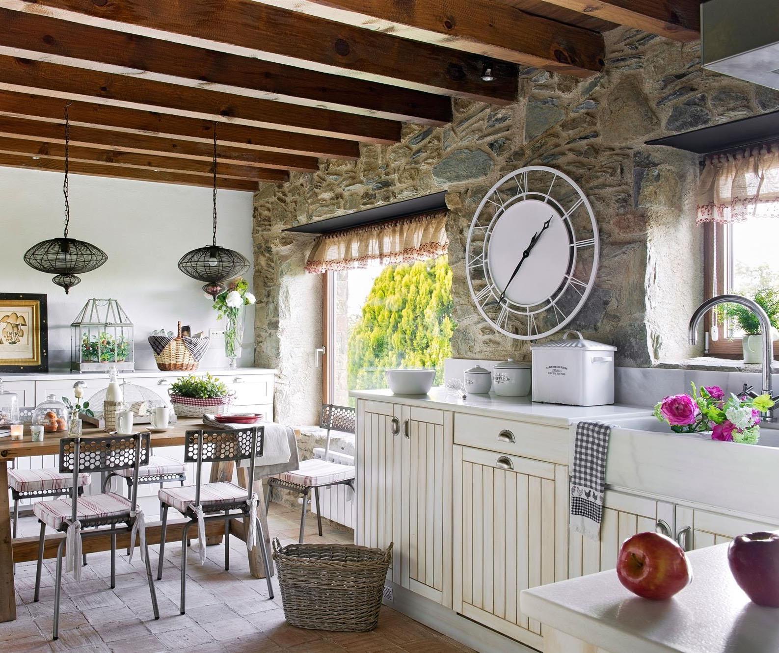 Casa tr s chic rel gios de parede for Casas modernas revestidas en piedra