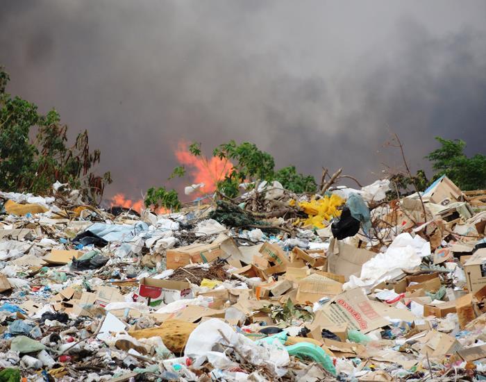 Em Pedro II menor ateia fogo em lixão e causa fumaça tóxica para a população