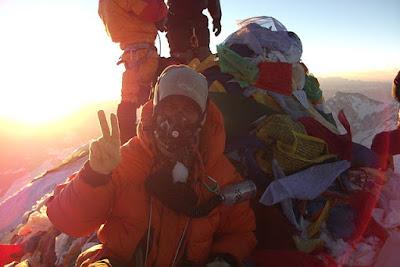 Di Puncak Everest, kita harus menggunakan tabung oksigen