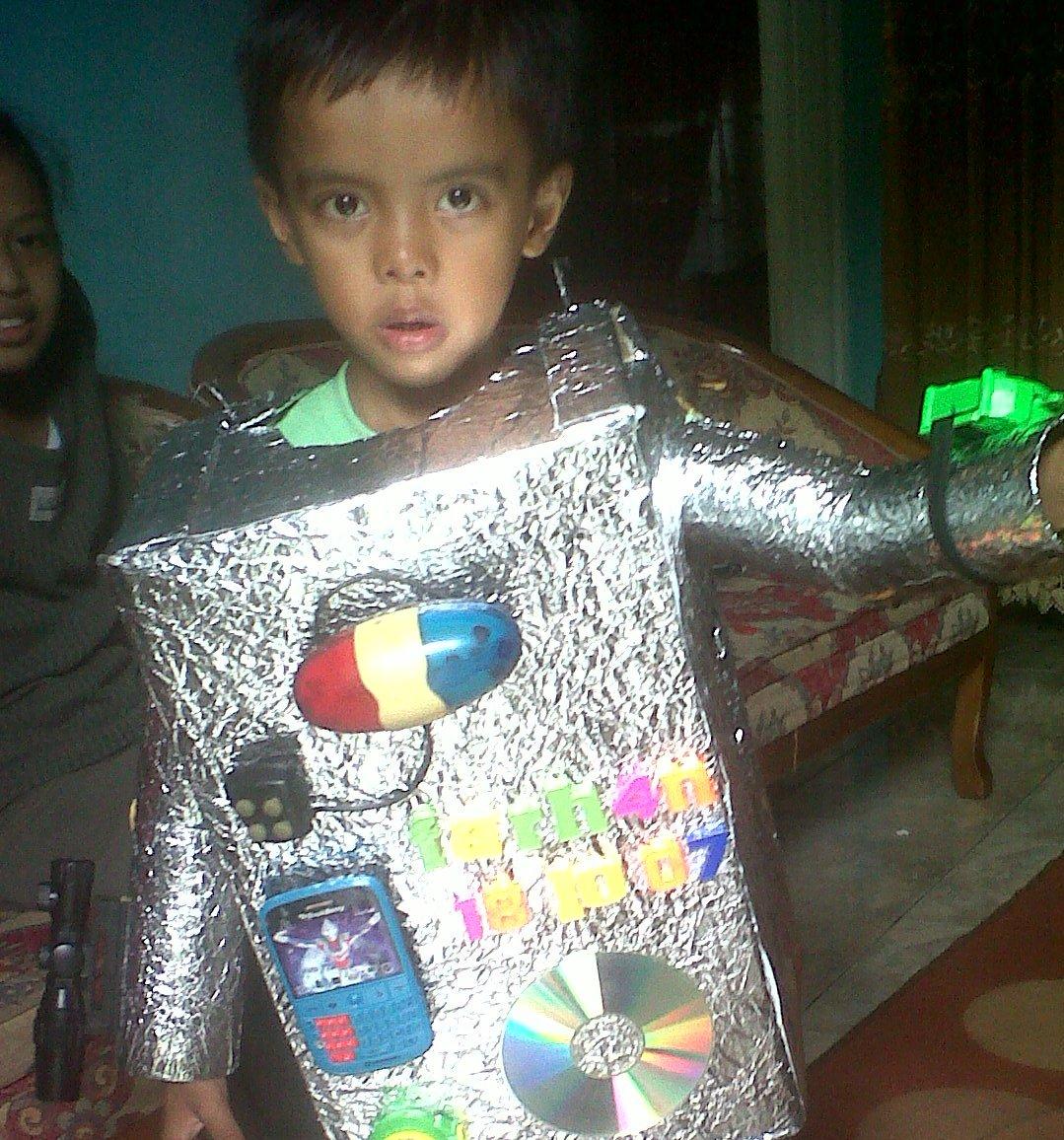 MINATI ARTA: Robot hawali (Membuat kostum robot dari