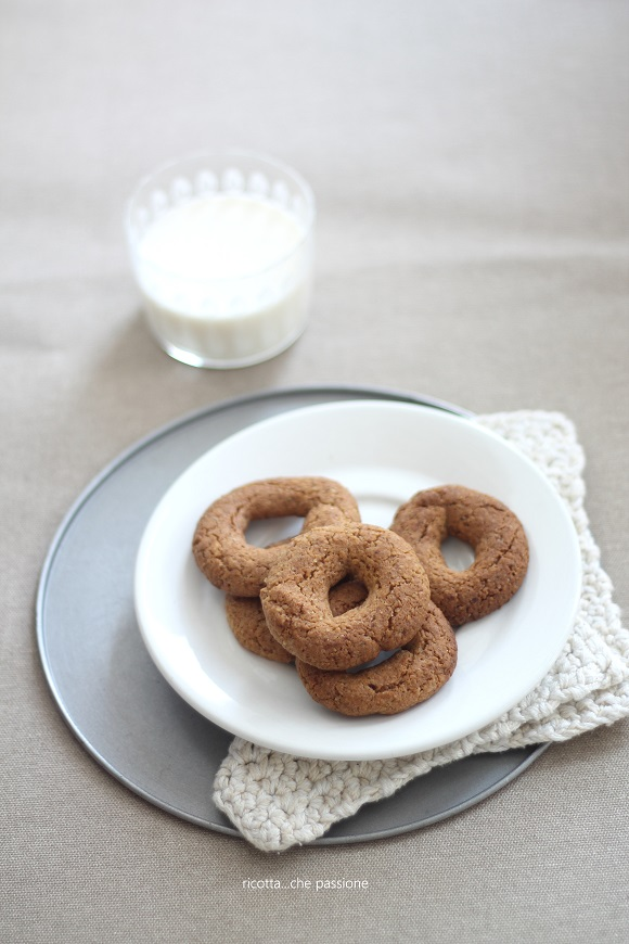biscotti integrali con noci e arancia