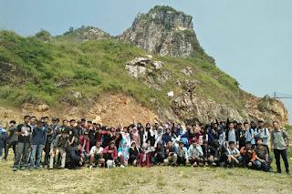 Rekreasi dan Edukasi Siswa SMK UT PGII di Kawasan Karst Citatah