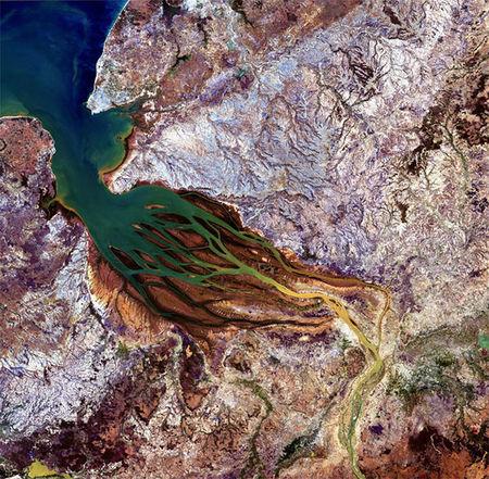 Gambar Bumi Yang DiLihat Dari Angkasa Lepas