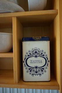 Pauligin peltinen sinivalkoinen kahvipurkki