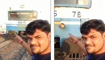 Selfie di dekat rel kereta api