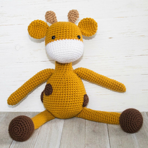 The Friendly Giraffe Toy - Free Pattern