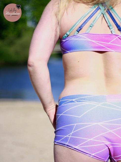 Selbstgenähter Bikini aus Badelycra im Surferstil