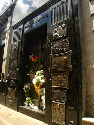 La tumba de Eva Perón, en el cementerio de la Recoleta