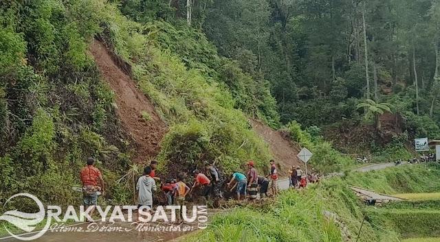 Breaking News! Longsor Lolai Lumpuhkan Akses Jalan Utama Menuju Makale