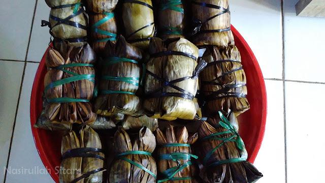 Burasa atau Buras adalah salah satu makanan khas bugis yang disajikan tiap lebaran