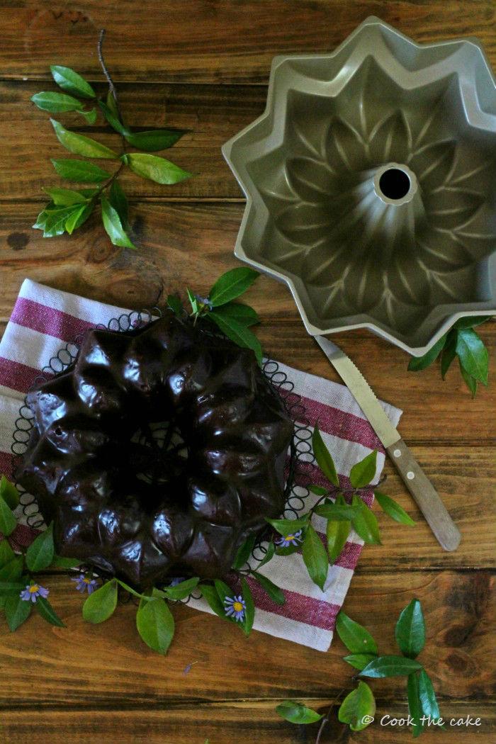avocado-and-zucchini-bundt-cake, bizcocho-de-calabacín-y-aguacate