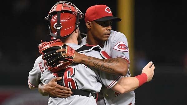 Iglesias, que rebajó a 1.96 su promedio de carreras limpias, no lanzaba en las mayores desde el 19 de mayo y ahora suma 43 rescates de por vida en la MLB